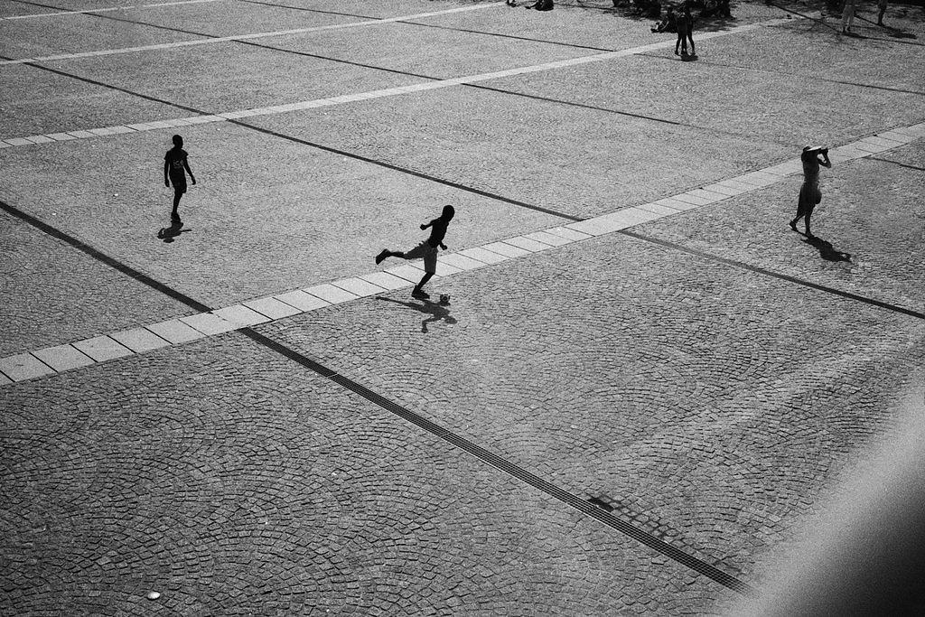paris-street-639-by-leingad-dcj9sjy.jpg